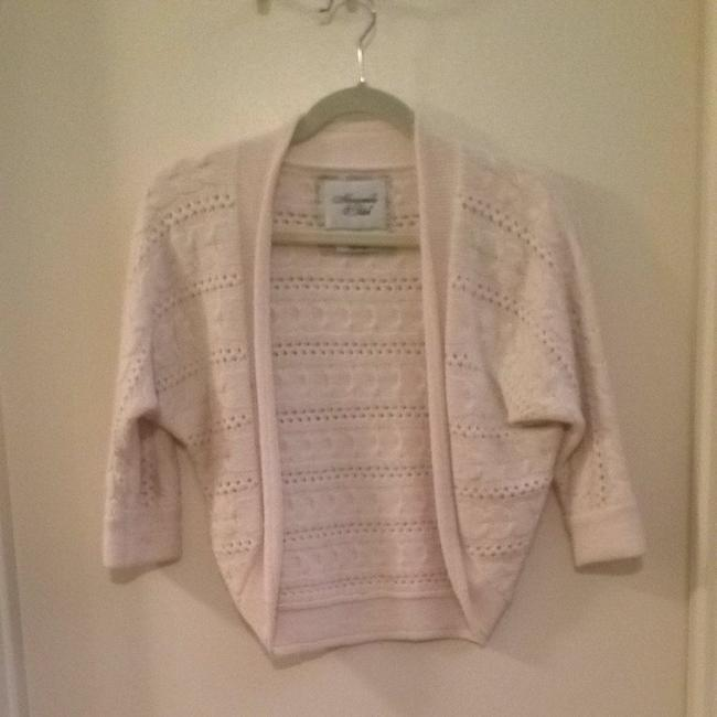 Preload https://img-static.tradesy.com/item/1477320/abercrombie-and-fitch-cream-sweaterpullover-size-4-s-0-0-650-650.jpg