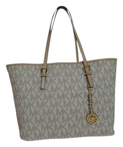 Michael Kors New With Tags Tote in Vanilla