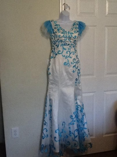 White with Blue Brocade Polyester Mermaid Style Vintage Wedding Dress Size 6 (S)
