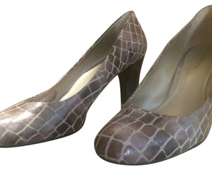 Liz Claiborne Gray textured Pumps