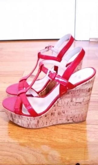 Report Signature Red Wedges