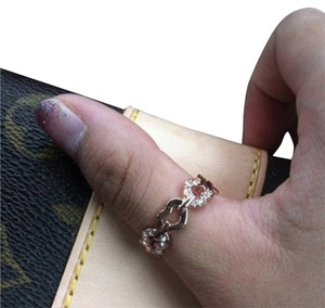 Elliot Francis 18k rose gold pave heart ring with velvet pouch