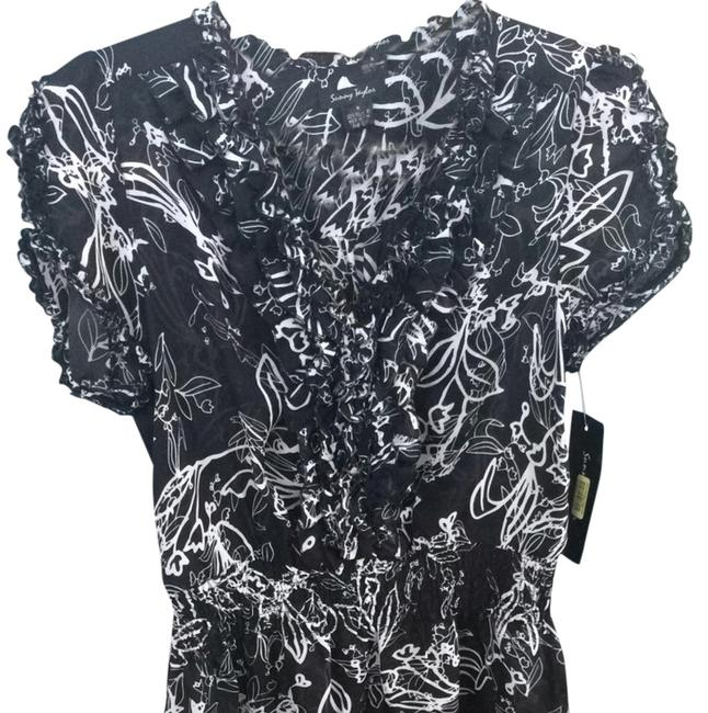 Preload https://item5.tradesy.com/images/sunny-taylor-top-black-and-white-1479514-0-0.jpg?width=400&height=650