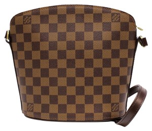 Louis Vuitton Lv Classic Shoulder Bag
