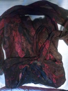 Elie Tahari Top black maroon