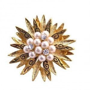 Vintage Gold Brooch Pearls & Cz In Center Surrounded Gold Leaf Brooch