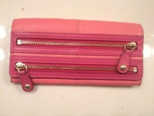 Preload https://item3.tradesy.com/images/coach-hot-and-light-pink-matching-wallet-148137-0-0.jpg?width=440&height=440
