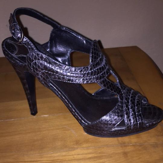 Max Studio Snakeskin Grey/black Pumps