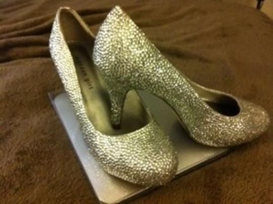 Preload https://item5.tradesy.com/images/madden-girl-silver-sparkle-bling-pumps-size-us-8-148264-0-0.jpg?width=440&height=440