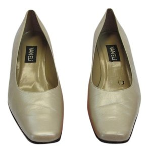 Vaneli Size 9.50 M Leather Soles Very Good Condition Neutral Pumps