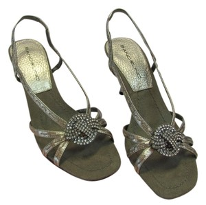 Bandolino New Leather Size 6.00 M Excellent Condition Gold Sandals