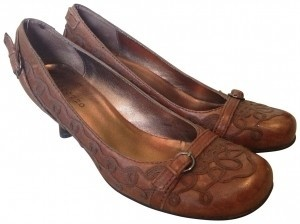 Apepazza Ocarina Decorative Buckles And Stitching Rubber Sole. Brown Pumps