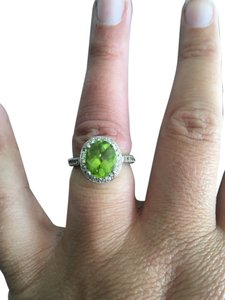 Peridot with diamonds in white gold
