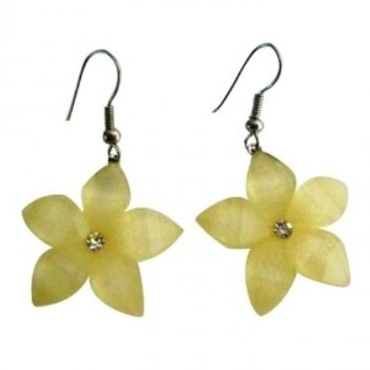 Preload https://item1.tradesy.com/images/cream-gift-item-holidays-sale-pale-yellow-flower-earrings-148370-0-0.jpg?width=440&height=440
