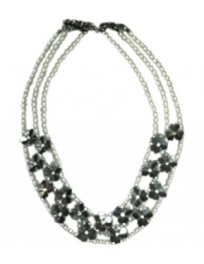 Preload https://img-static.tradesy.com/item/148374/maurices-white-and-silver-faux-pearl-flower-necklace-0-0-540-540.jpg