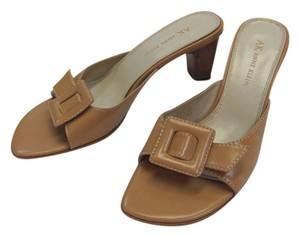 AK Anne Klein Leather Size 6.00 M Natural Sandals