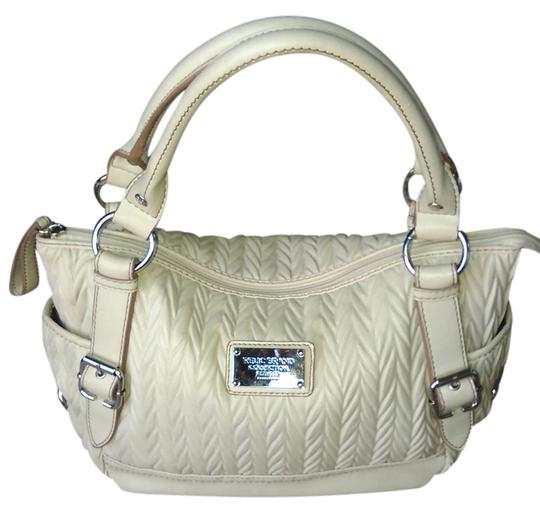 Preload https://img-static.tradesy.com/item/14843125/relic-trending-designs-pleated-cream-leather-satchel-0-1-540-540.jpg