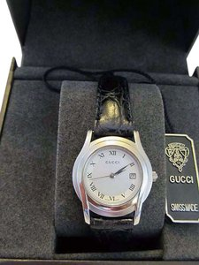 Gucci Authentic Gucci White Dial Leather Belt Quartz Watch