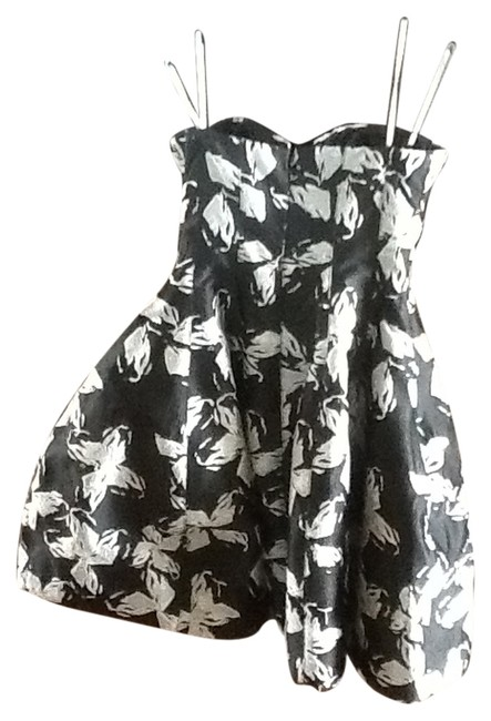 Preload https://img-static.tradesy.com/item/14856526/halston-black-and-silver-knee-length-night-out-dress-size-4-s-0-1-650-650.jpg