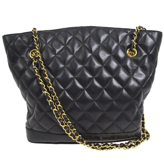 Preload https://img-static.tradesy.com/item/14857246/chanel-black-lambskin-leather-shoulder-bag-0-4-540-540.jpg