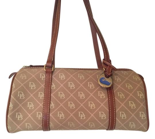 Preload https://item3.tradesy.com/images/dooney-and-bourke-shoulder-bag-14859772-0-1.jpg?width=440&height=440