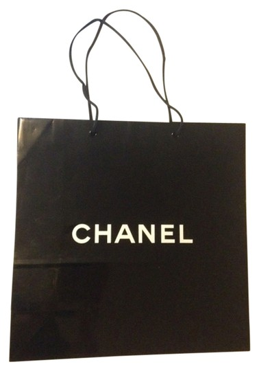 Preload https://item4.tradesy.com/images/chanel-medium-shiny-black-paper-shopping-bag-13x13x5-1486233-0-2.jpg?width=440&height=440