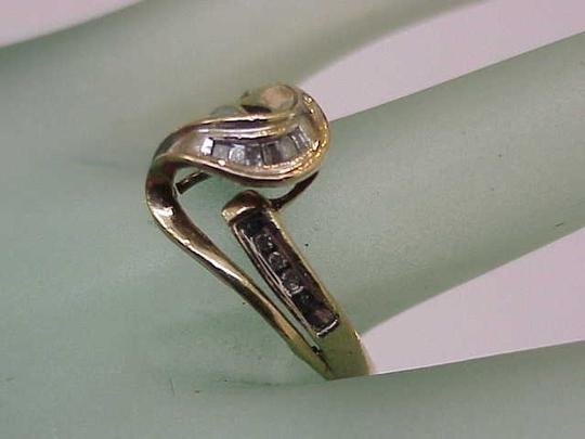 Other Estate Vintage 10kt Yellow gold .25ct Round and Baguette Diamond Ring ,1950s