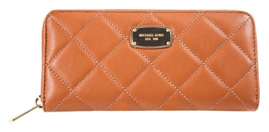 Preload https://img-static.tradesy.com/item/14863981/michael-kors-tan-hamilton-quilted-continental-wallet-0-1-540-540.jpg