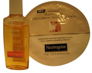 Neutrogena Neutrogena Acne Oil Wash (29ml/ 1 Fl Oz.) & 1-Illuminating Microderm Cleansing Pad - [ Roxanne Anjou Closet ]