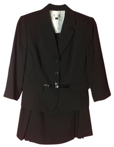 Tahari Skirt Suit With Waist Belt
