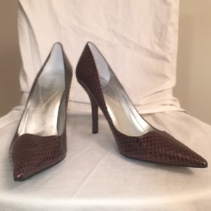 Guess Snakeskin Leather New Leather Brown Pumps