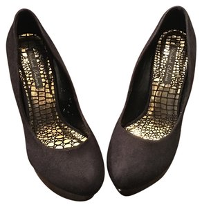 Michael Antonio Black and Gold Pumps