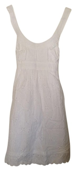Preload https://item2.tradesy.com/images/guess-white-above-knee-short-casual-dress-size-4-s-1487886-0-0.jpg?width=400&height=650