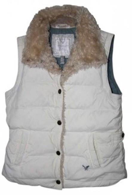 Preload https://item5.tradesy.com/images/american-eagle-outfitters-cream-small-vest-size-6-s-148799-0-0.jpg?width=400&height=650