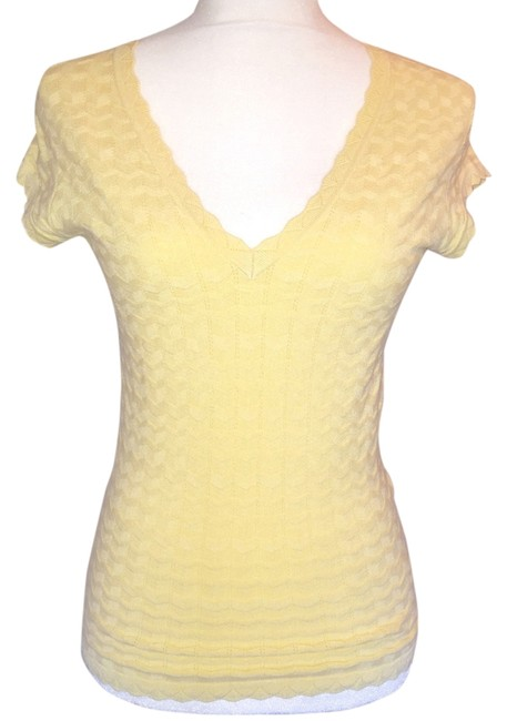 Preload https://item5.tradesy.com/images/yellow-tunic-size-4-s-14885899-0-1.jpg?width=400&height=650