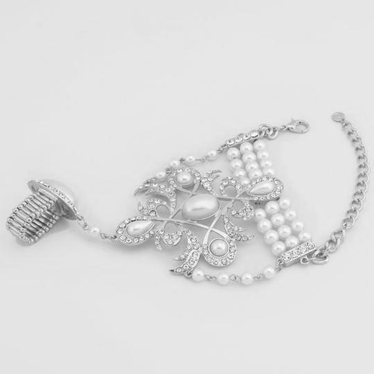 White Silver/Rhodium Clear Pearl Majestic Motif Hand Chain Silvertone Rhinestone Crystal Accent Handchain Bracelet