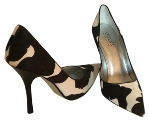 Guess By Marciano Cream/brown Pumps