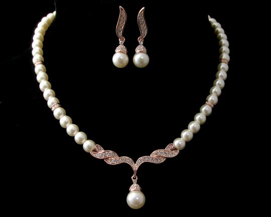 Preload https://img-static.tradesy.com/item/14890678/ivory-rose-gold-necklace-and-earringsivory-pearl-necklace-bridesmaid-gift-necklace-and-jewelry-set-0-0-540-540.jpg
