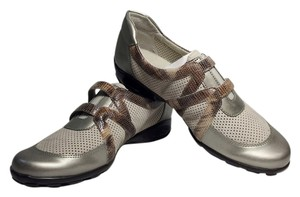 Vaneli tan color with silver toes Flats
