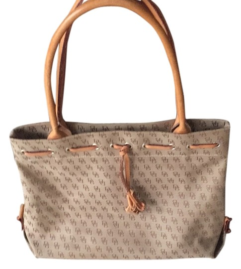 Preload https://item1.tradesy.com/images/dooney-and-bourke-tote-14891875-0-1.jpg?width=440&height=440
