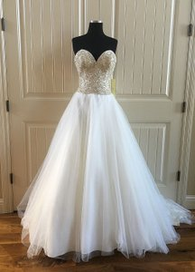 Allure Bridals Ivory/Silver English Net 9262 Formal Wedding Dress Size 6 (S)