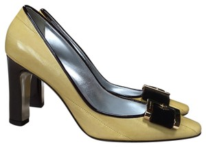 Dolce&Gabbana Soft yellow. Pumps