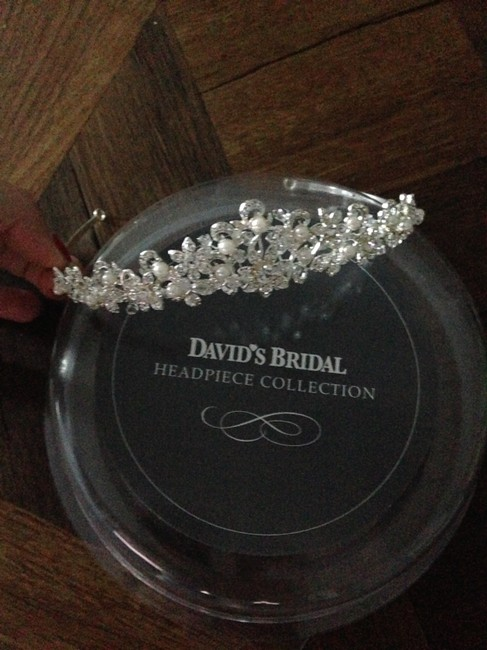 Item - Silver Box Crystal Leaf and Pearl With Tiara