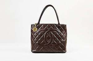 Chanel Chocolate Lambskin Cc Quilted Chain Pull Medallion Tote in Brown