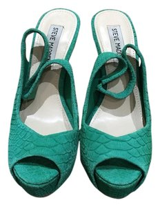 Steve Madden Emerald Green Pumps