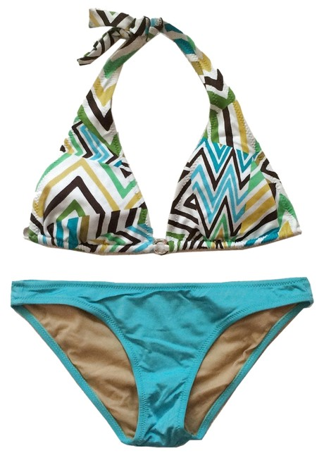Preload https://item2.tradesy.com/images/bcbgmaxazria-caribbean-blue-chevron-halter-top-and-solid-hipster-bottom-swimsuit-xs-bikini-set-size--14902981-0-1.jpg?width=400&height=650