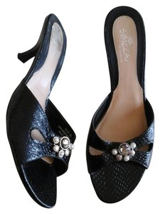 Sbicca Black with rhinestones/pearls decor Sandals