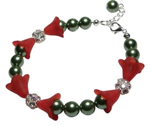 Handmade green red Christmas glass pearl bracelet