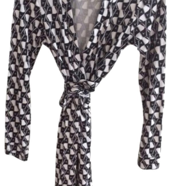 Preload https://item1.tradesy.com/images/diane-von-furstenberg-black-white-and-gray-workoffice-dress-size-4-s-14905090-0-1.jpg?width=400&height=650