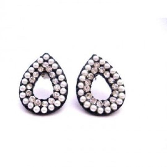 Preload https://item1.tradesy.com/images/white-fancy-gift-christmas-only-dollar-oval-pear-shaped-earrings-149060-0-0.jpg?width=440&height=440